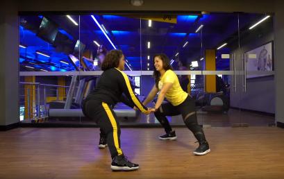 4 ejercicios para disfrutar el gym en pareja