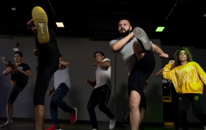 Si buscas cómo entrenar en casa, Smart Fit ofrece clases en línea