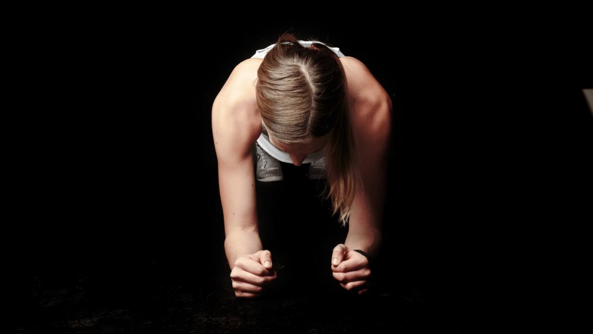 Sin gyms abiertos, los ejercicios isométricos son tu alternativa