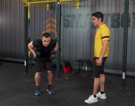ejercicios de tríceps en casa patada 01