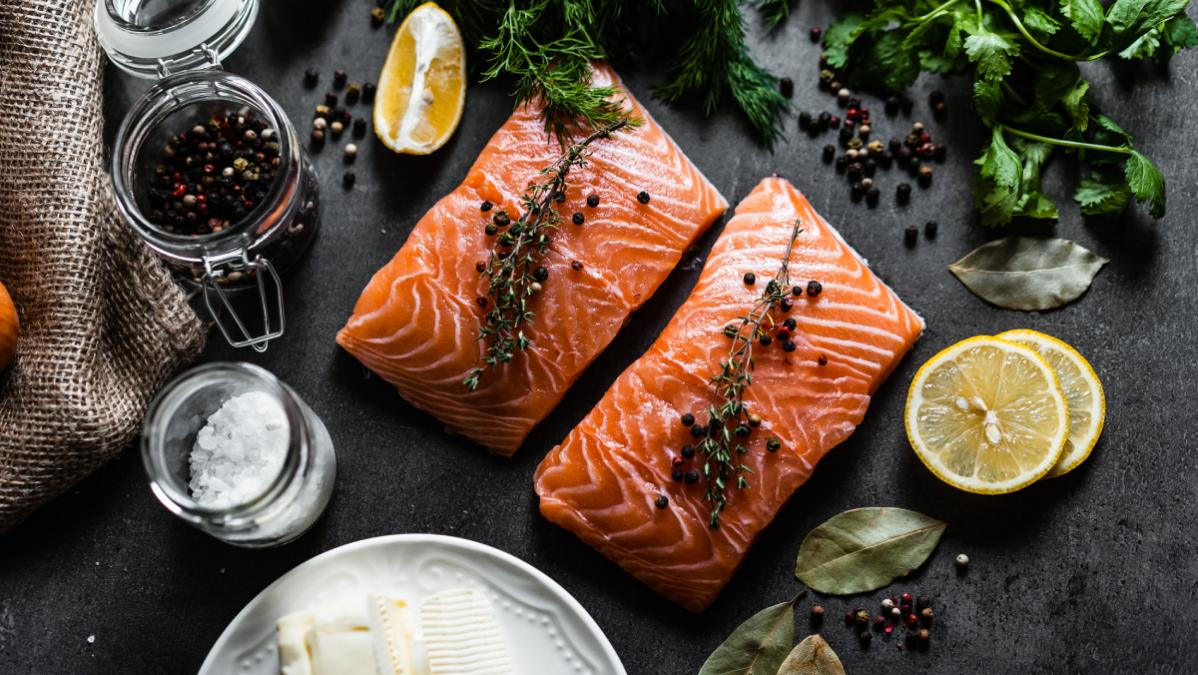 Rutinas fitness y alimentación: La importancia del pescado azul