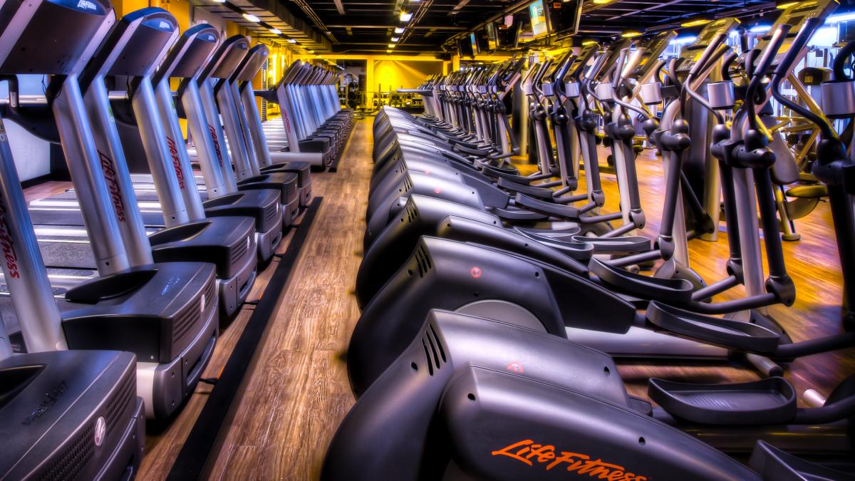 Cardio en bicicleta elíptica o estática: Conoce las diferencias