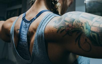 3 efectivos ejercicios de hombro en el gimnasio