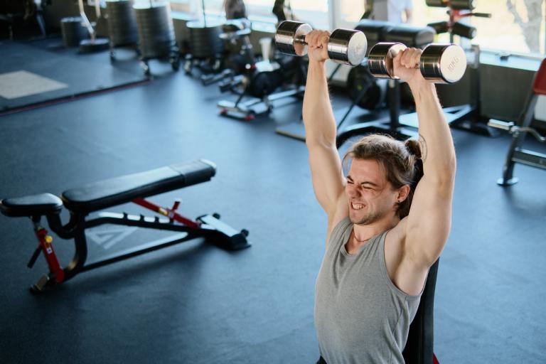 7 ejercicios para sacar más hombros