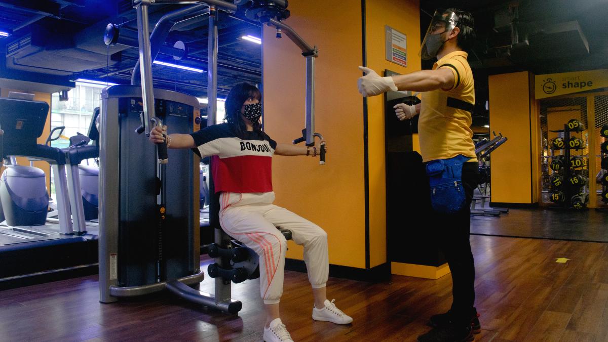 Descubre cómo usar el cubrebocas en tus rutinas de gym