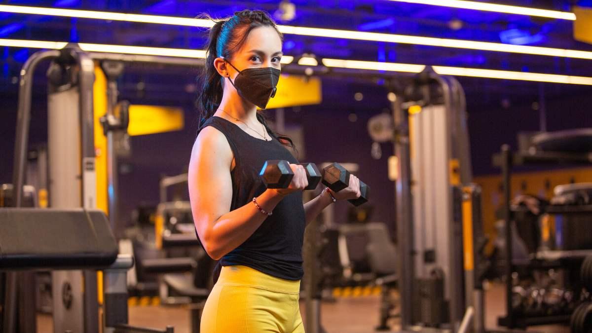 ¿Qué son los ejercicios aislados en las rutinas de gym?